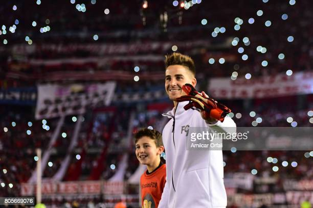 Former goalkeeper of River Plate Leandro Chichizola walks onto the field prior Fernando Cavenaghi's farewell match at Monumental Stadium on July 01...