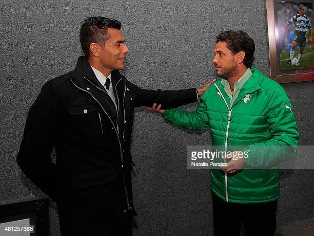 Former goalkeeper of Santos Oswaldo Sanchez talks with Santos President Alejandro Irarragorri prior a match between Santos Laguna and Veracruz as...