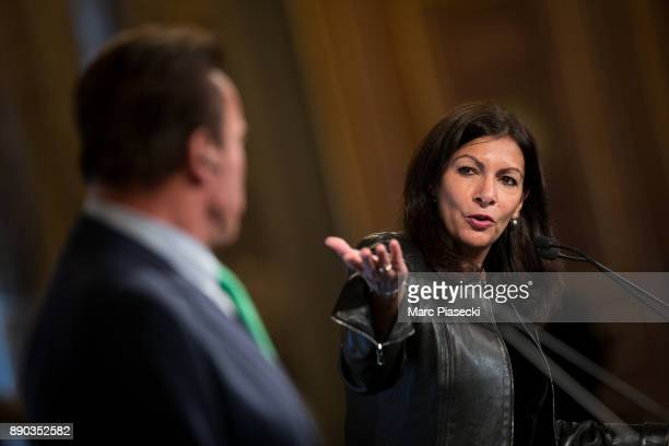 Former Governor of the US State of California Arnold Schwarzenegger and the mayor of the city of Paris Anne Hidalgo give a press conference on...