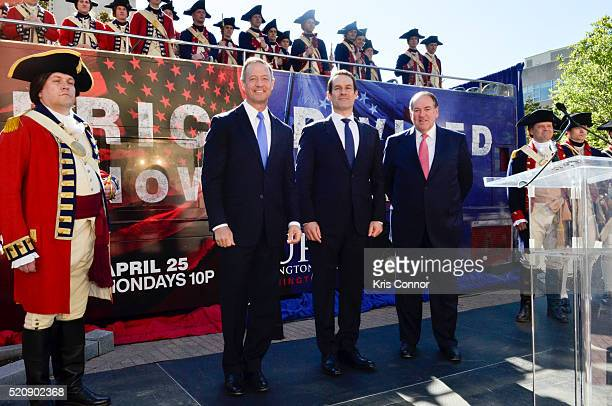 Former governors Mike Huckabee and Martin O'Malley with actor Ian Kahn pose for a photo during the TURN Washington Spies DC Key Art Unveiling at...