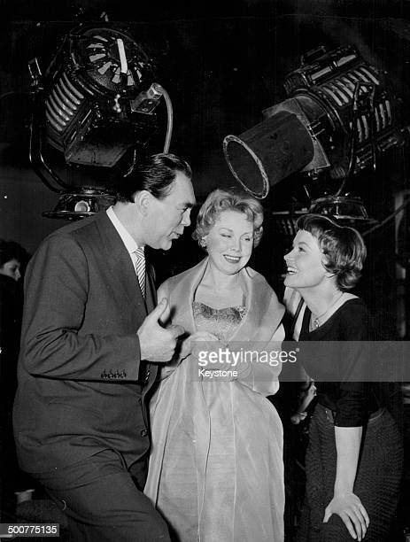 Former heavyweight boxer Max Schmeling with his wife nny Ondra and actress Liselotte Pulver on the set of the movie 'The Zurich Engagement' Hamburg...