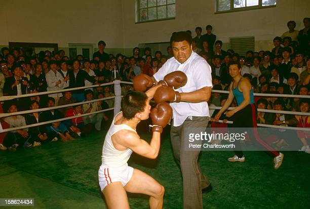 Former heavyweight boxer of the world Muhammad Ali visits China and gives a boxing class to enthusiastic Chinese fans He was already suffering from...