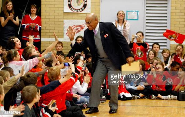 Former hockey player Willie O'Ree greets the kids during ...