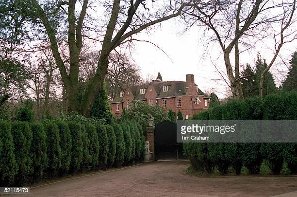 Former Home Of Sarah, Duchess Of York 'kingsbourne' On The Wentworth Estate Near Ascot