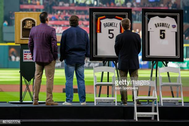 Former Houston Astros Jeff Bagwellcenter watched a video highlighting his career with Lance Berkman and Phil Gardner Bagwell was honored for his Hall...
