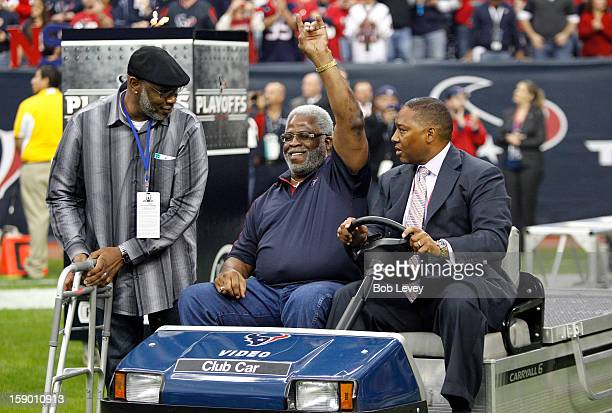 Former Houston Oilers running back Earl Campbell attends the game between the Houston Texans and the Cincinnati Bengals during their AFC Wild Card...