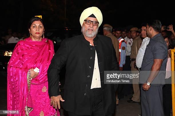 'NEW DELHI INDIA OCTOBER 18 Former Indian cricketer Bishan Singh Bedi with his wife during SaifKareena DawateWalima at 31 Aurangzeb Road 3 on October...