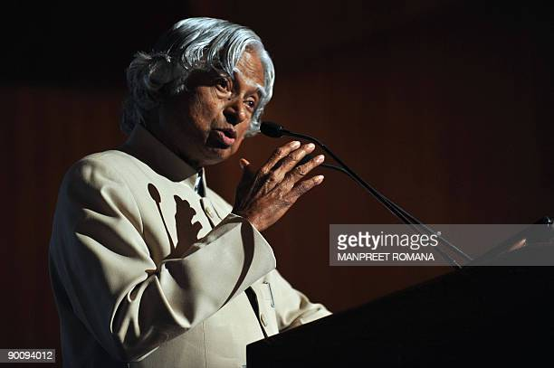 Former Indian President APJ Abdul Kalam addresses the World Hydrogen Technologies Convention in New Delhi on August 26 2009 The WHTC2009 convention...