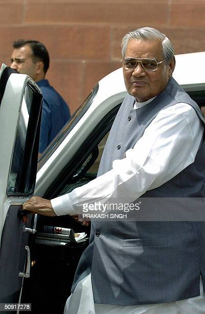 Former Indian Prime Minister Atal Behari Vajpayee arrives at Parliament House in New Delhi02 June 2004 for the opening session of the 14th Lok Sabha...