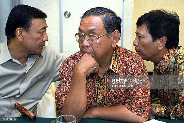 STORY INDONESIAVOTEALLIANCE Former Indonesian president Abdurrahman Wahid listen while Presidential candidate from the Golkar Party Wiranto and...