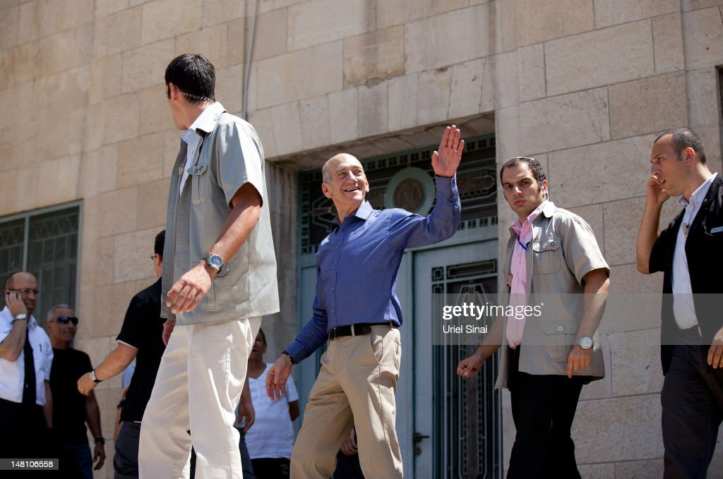 Former Israeli PM Olmert Cleared Of Major Corruption Charges