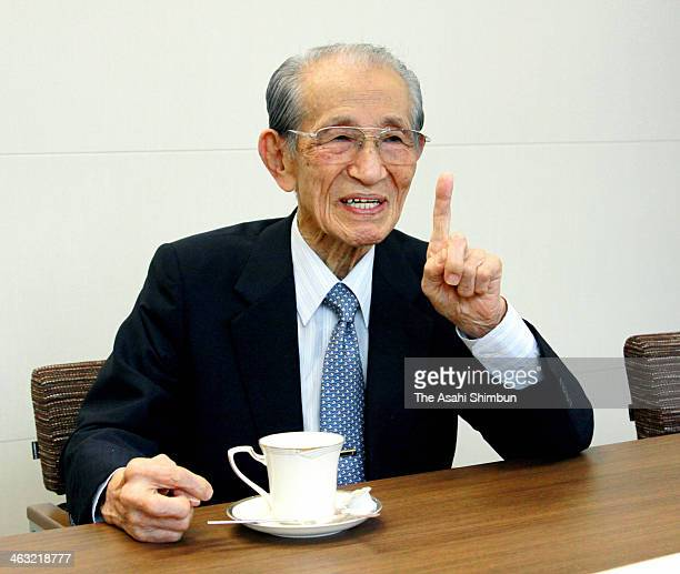 Former Japanese Imperial Army intelligent officer Hiroo Onoda speaks during the Asahi Shimbun interview on September 25 2013 in Tokyo Japan Leutinant...