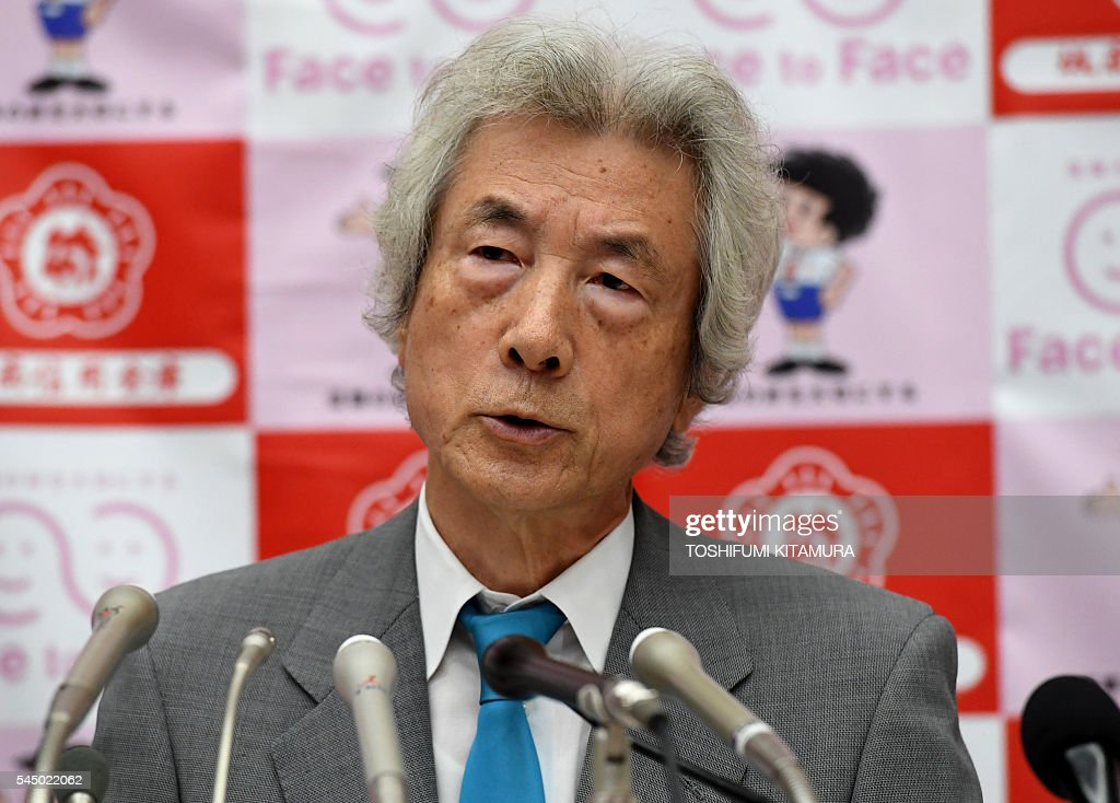 Former Japanese prime minister Junichiro Koizumi speaks during a press conference in Tokyo on July 5, 2016. Koizumi announced the establishment of a fund for US military personnel who have complained of health problems following service in providing aid after the 2011 tsunami and nuclear disaster. The US, which has maintained bases across Japan since World War II, mobilised more than 20,000 troops and some 160 aircraft in rescue, relief and recovery operations after the 2011 catastrophe. / AFP / TOSHIFUMI