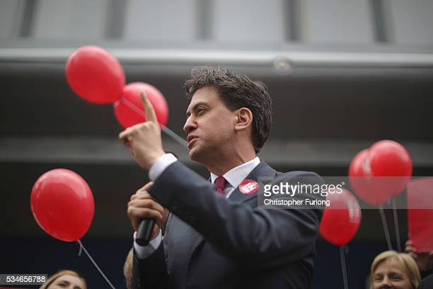 Former Labour leader Ed Miliband addresses supporters and members of the public in Doncaster town centre on May 27 2016 in Doncaster England The...