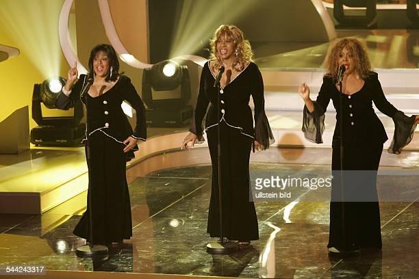 Former Ladies of the Supremes Musikgruppe Popmusik USA Auftritt in der TVShow 'Die HitGiganten Die Hits der 60er' Vlnr Scherrie Payne Lynda Laurence...