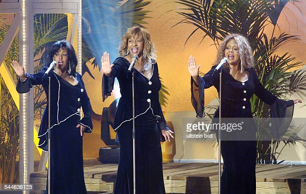 Former Ladies of the Supremes Musikgruppe Popmusik USA Auftritt in der TVShow 'ZDFSommerhitfestival' Vlnr Scherrie Payne Lynda Laurence Freddi Poole