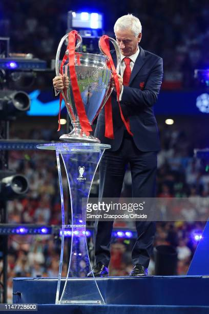 Former Liverpool player Ian Rush places the trophy on it's plinth after the UEFA Champions League Final between Tottenham Hotspur and Liverpool at...