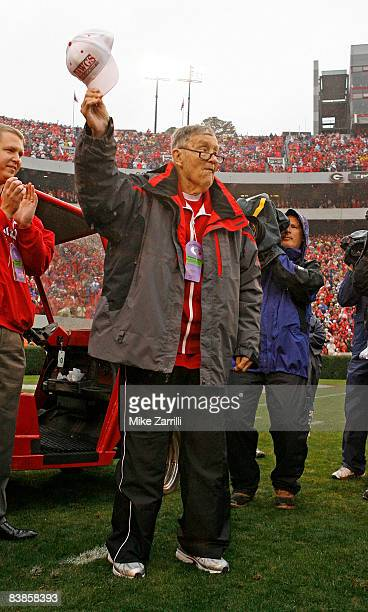 Former longtime Georgia Bulldogs radio announcer Larry Munson acknowledges the crowd during a first half tribute to him during the game against...