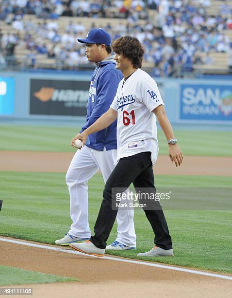 Former Los Angeles Dodger pitcher Chan Ho Park and Los Angeles Dodger pitcher HyunJin Ryu before the game between the Los Angeles Dodgers and...