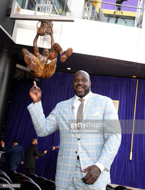 Former Los Angeles Lakers player Shaquille O'Neal poses in front of his statue after a ceremony at Staples Center March 24 2017 in Los Angeles...