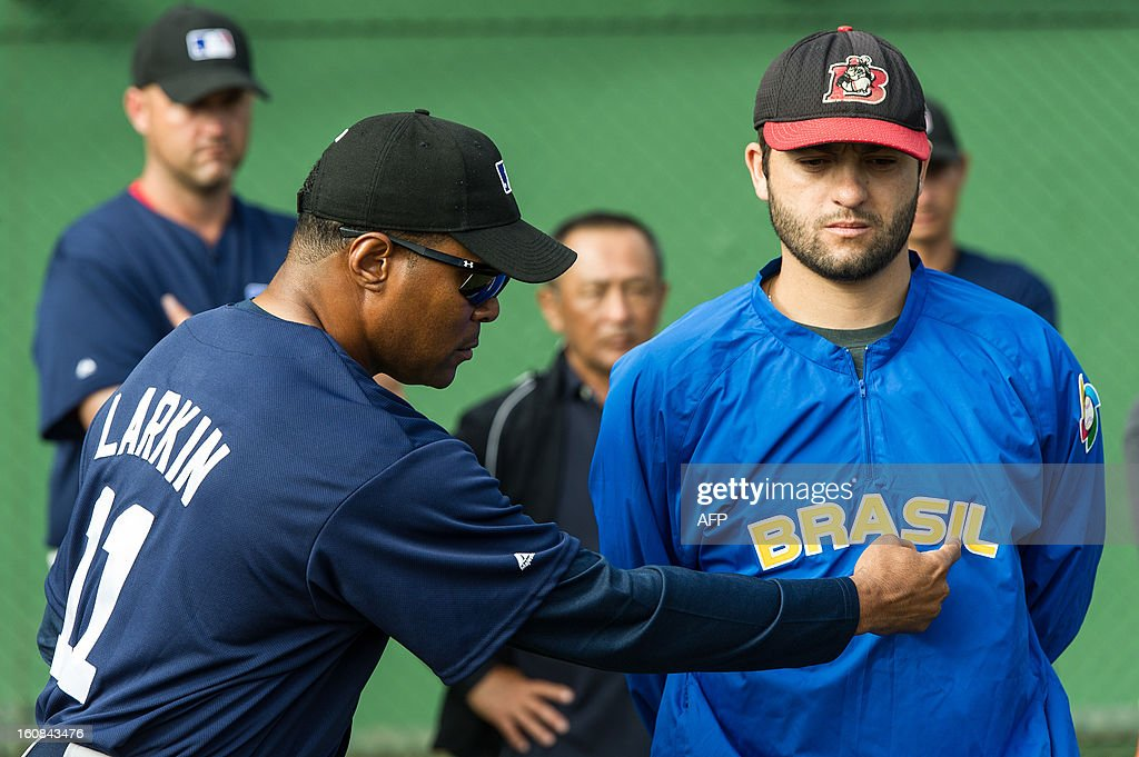 US former Major Baseball League player and now Brazlian National Baseball team head coach Barry Larkin (L) speaks to Brazlian National Baseball team player Andre Rienzo, also player of Chicago White Sox at the Major Baseball League Elite Camp in Yakult training center, in Ibiuna, about 60 km west of Sao Paulo, Brazil, on February 6, 2013. 55 selected players between 15 and 17 years old from Brazil, Argentina and Peru are spending ten days with coaches from International Major Baseball Leagues and Brazilian National Baseball team players. The AFP PHOTO/Yasuyoshi CHIBA