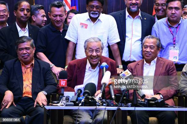 Former Malaysian prime minister and opposition candidate Mahathir Mohamad smiles during a press conference following the 14th general elections in...