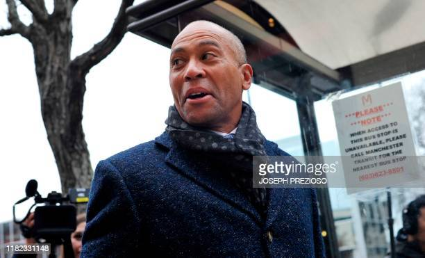 Former Massachusetts Governor Deval Patrick US Democratic Presidential hopeful makes his way to the Bridge Cafe to order lunch greet locals and talk...