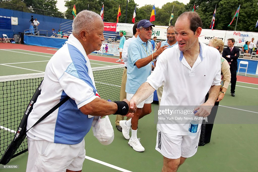 former mayor david dinkins and governor eliot spitzer shake hands news photo getty images 2