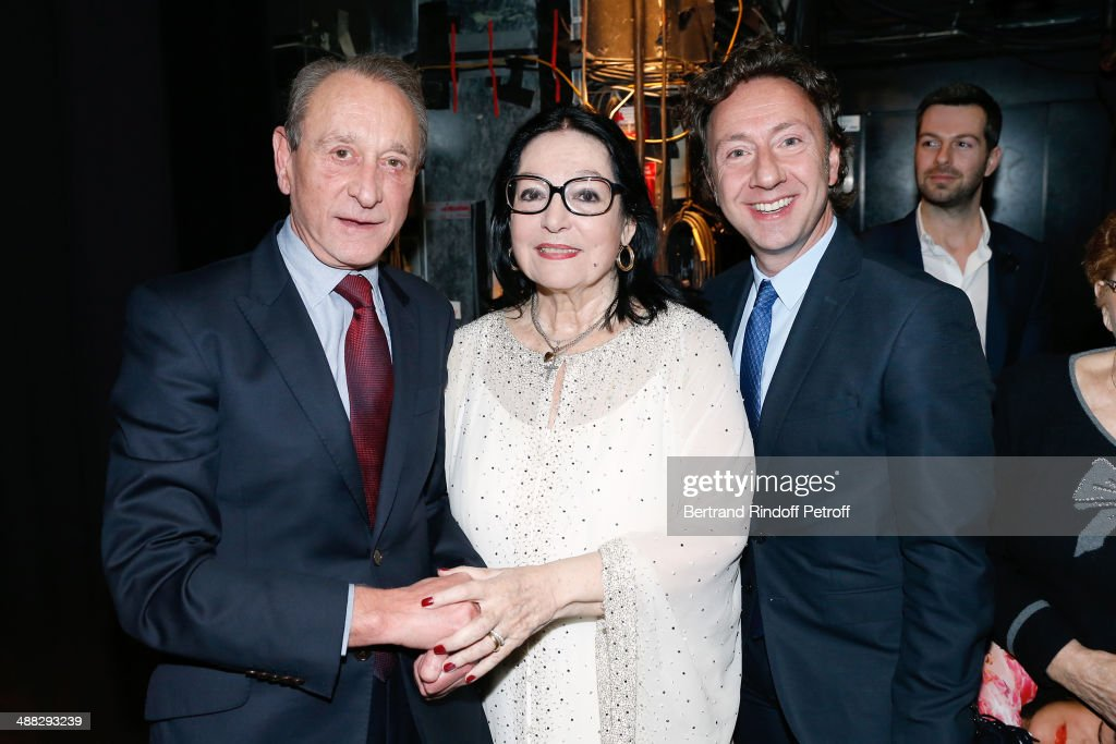 Former Mayor of Paris Bertrand Delanoe, singer Nana Mouskouri and Stephane Bern pose after Nana Mouskouri perfomed on her Happy Birthday Tour. Held at 'Theatre du Chatelet' on March 10, 2014 in Paris, France.
