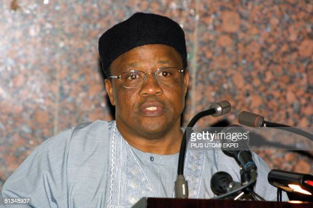 Former military dictator Ibrahim Babangida welcomes former United States President Bill Clinton to a lecture on 'Democratisation and Economic...