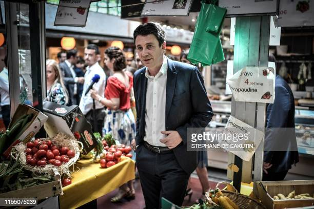 Former minister and Paris mayoral candidate of ruling party LREM Benjamin Griveaux looks at vegetables during his first campaign visit on July 11...