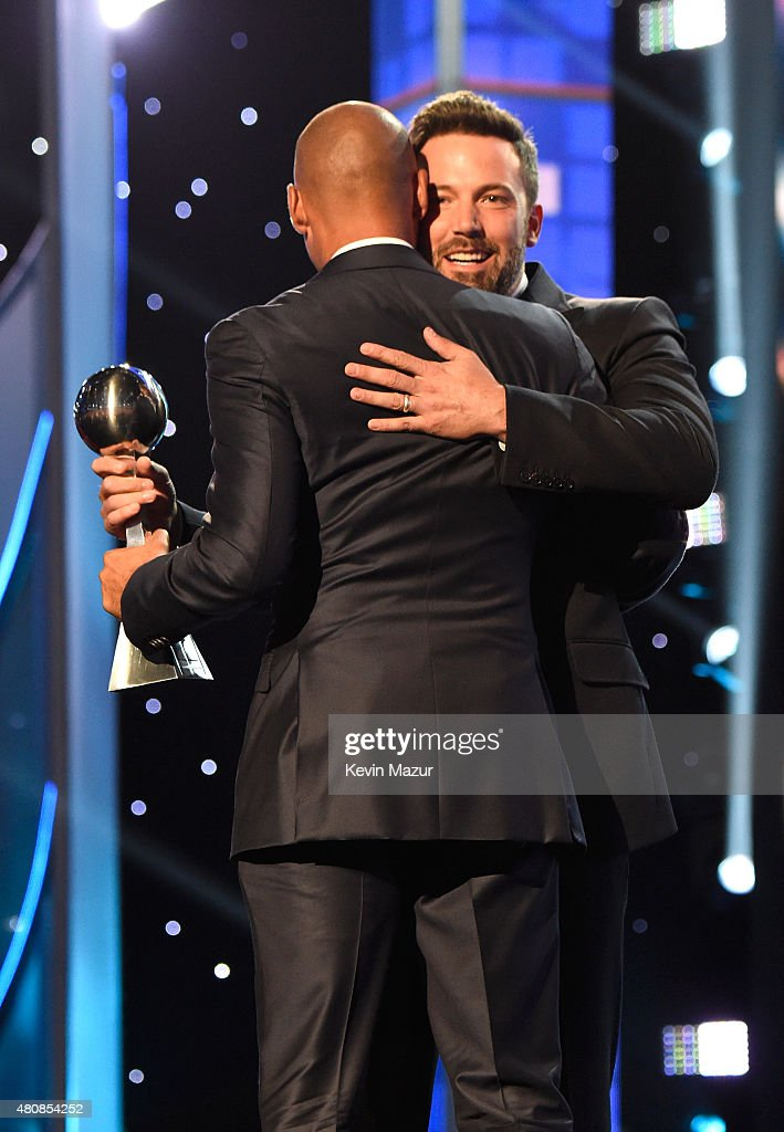 Former MLB player Derek Jeter and Actor Ben Affleck accept the ICON award at The 2015 ESPYS at Microsoft Theater on July 15, 2015 in Los Angeles, California.