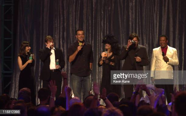 Former MTV VJs Martha Quinn Alan Hunter Nina Blackwood Mark Goodman and JJ Jackson join current VJ Carson Daly on stage