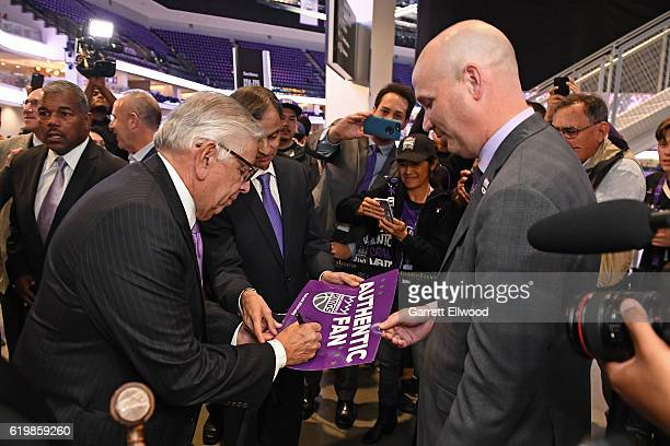 Former NBA Commissioner David Stern signs autographs before the San Antonio Spurs game against the Sacramento Kings on October 27 2016 at the Golden...