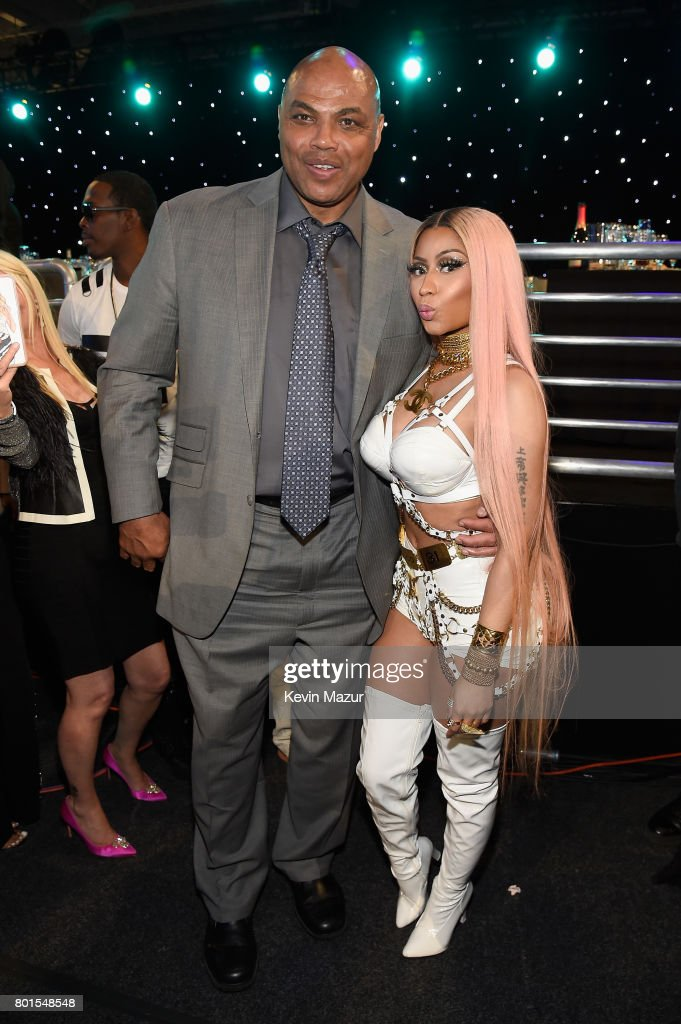 Former NBA player Charles Barkley and Nicki Minaj pose for a photo during the 2017 NBA Awards Live on TNT on June 26, 2017 in New York, New York. 27111_002