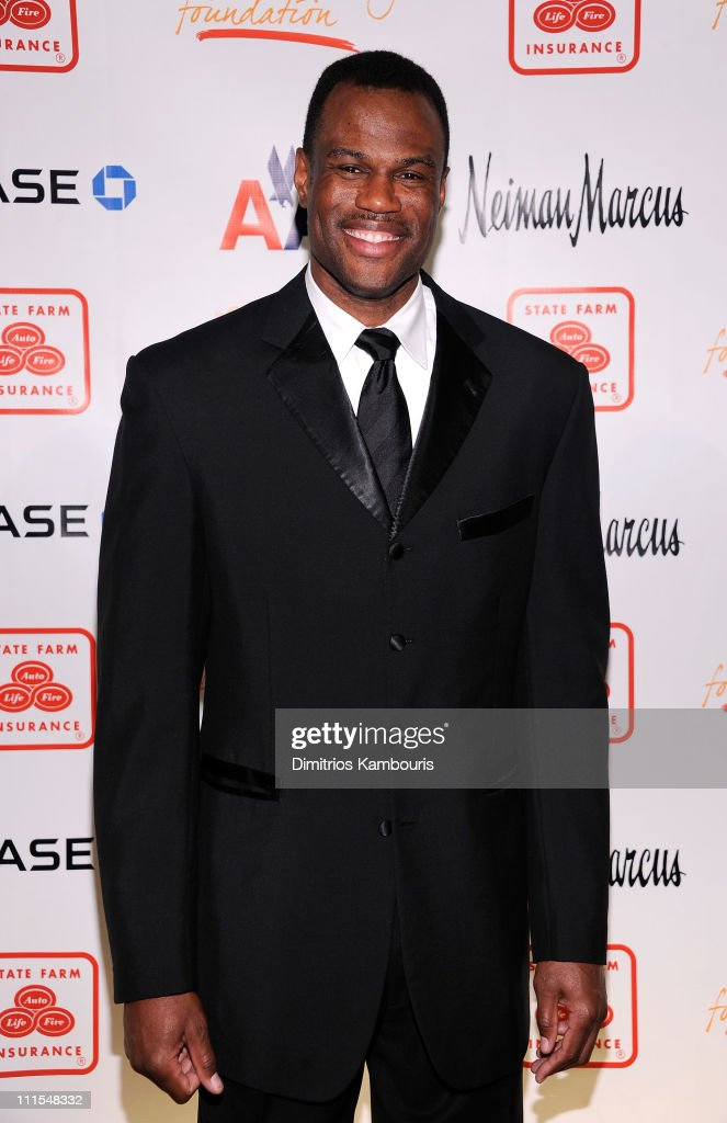 Former NBA player David Robinson attends the 2nd annual Steve Harvey Foundation Gala at Cipriani, Wall Street on April 4, 2011 in New York City.