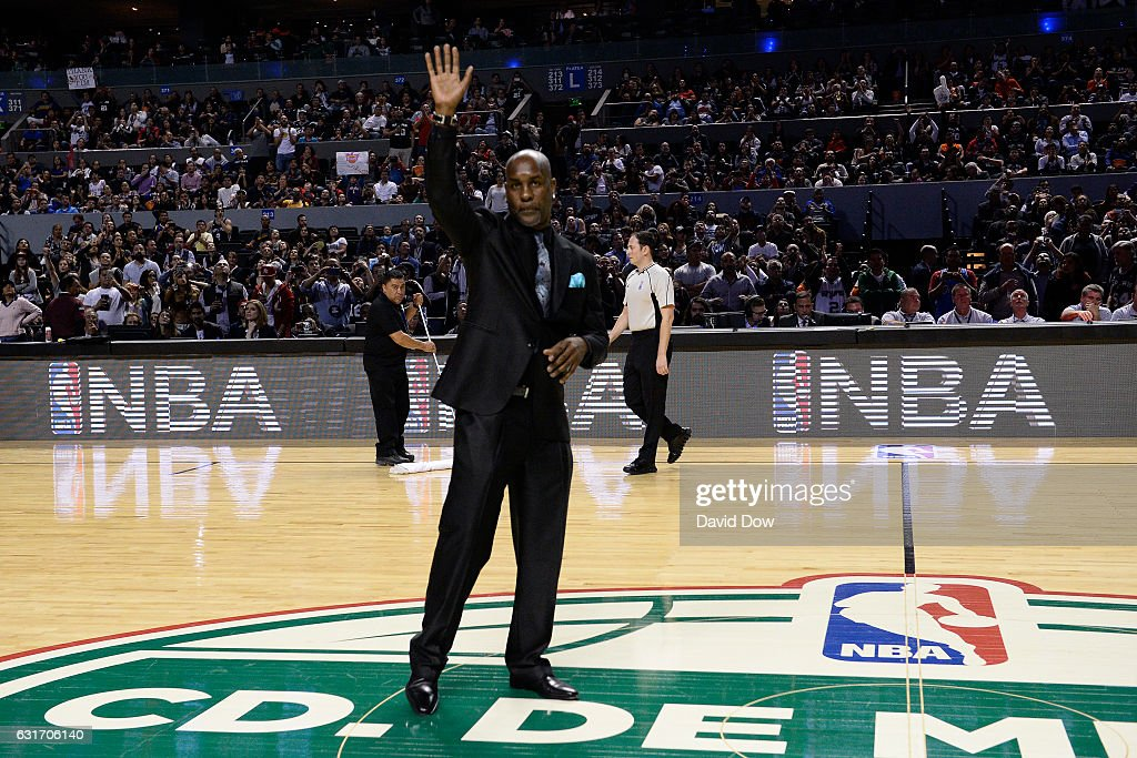 Former NBA player, Gary Payton waves to crowd during the San Antonio Spurs game against the Phoenix Suns as part of NBA Global Games at Arena Ciudad de Mexico on January 14, 2017 in Mexico City, Mexico.