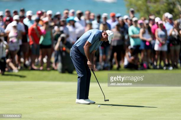 Former NBA player Vinny Del Negro putts during the playoff hole of the final round of the American Century Championship at Edgewood Tahoe South golf...