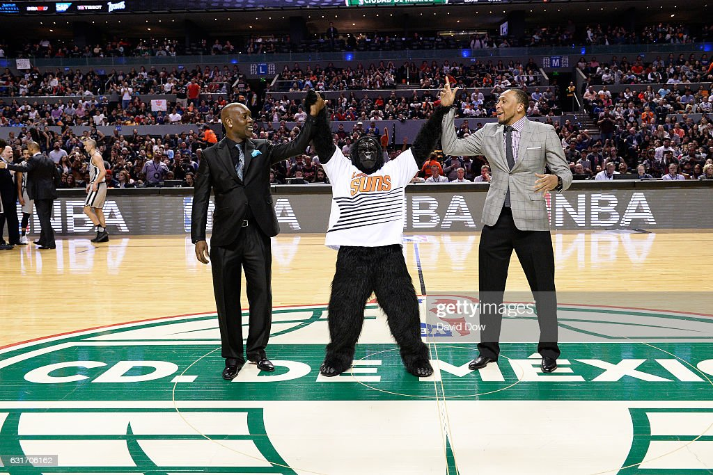 Former NBA players, Gary Payton and Shawn Marion wave to crowd during the San Antonio Spurs game against the Phoenix Suns as part of NBA Global Games at Arena Ciudad de Mexico on January 14, 2017 in Mexico City, Mexico.