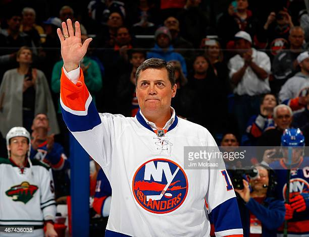 Former New York Islander and a member of the NHL Hall of Fame Pat LaFontaine acknowledges the fans just prior to the start of the game between the...