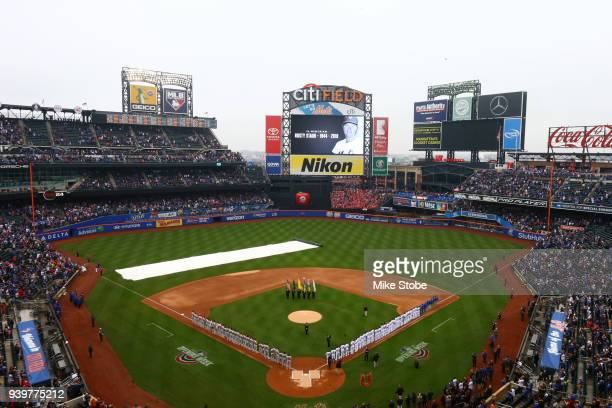 Former New York Mets Rusty Staub is honored during a moment of silence prior to the game between the New York Mets and the St Louis Cardinals on...