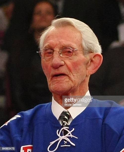 Former New York Ranger Bill Gadsby attends the ceremony honoring Andy Bathgate and Harry Howell prior to the game between the Toronto Maple Leafs and...