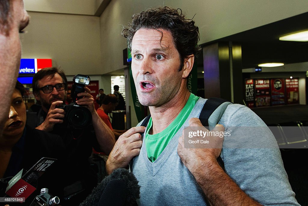 Chris Cairns Arrives In Auckland