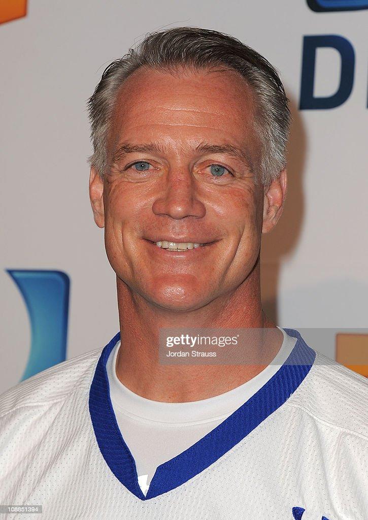 DIRECTV's Fifth Annual Celebrity Beach Bowl - Red Carpet : News Photo