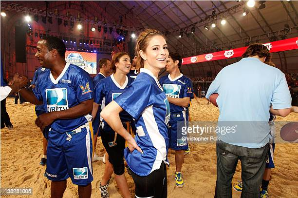 Former NFL player Desmond Howard and actress Maria Menounos of Team Palladia HD participate in DIRECTV's Sixth Annual Celebrity Beach Bowl Game at...