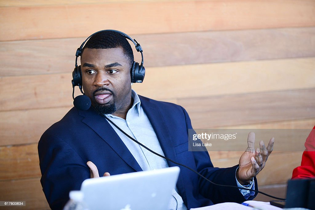 """OAKHEART Genuine Spiced Rum and Legendary Former American Football Running Back Brian Westbrook Take Over XFINITY Live! To Launch the """"Oakth"""" Challenge : News Photo"""