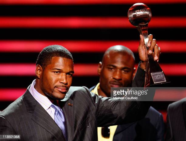 Former NFL player Michael Strahan accepts the 'Best Upset' award for the New York Giants win over the New England Patriots In The Super Bowl onstage...
