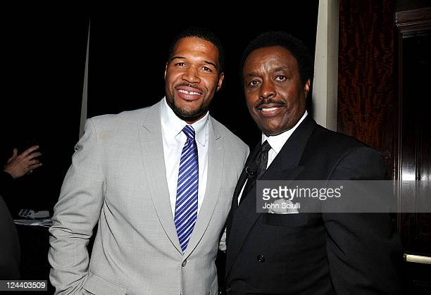 Former NFL player Michael Strahan and honorary chairperson Jim Hill attend the 2011 Cedars Sinai Sports Spectacular at Hyatt Regency Century Plaza on...