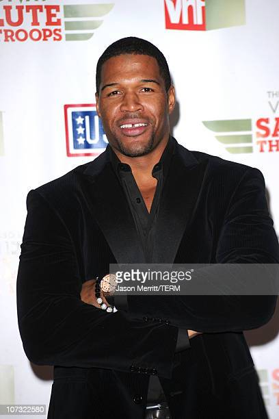 """Former NFL player Michael Strahan poses in the press room during """"VH1 Divas Salute the Troops"""" presented by the USO at the MCAS Miramar on December..."""