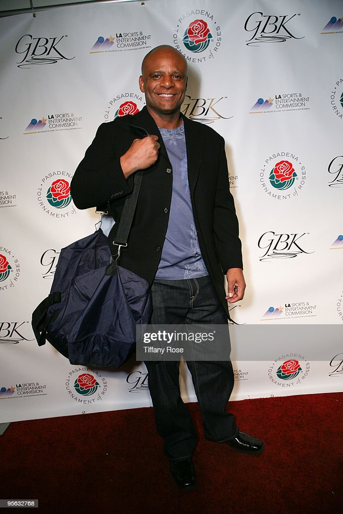 Former NFL player Warren Moon attends GBK's BCS National Championship Gift Lounge at the Pasadena Convention Center on January 6, 2010 in Pasadena, California.